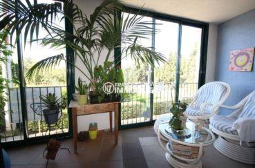 immobilier costa brava: villa 278 m², espace détente sur la terrasse véranda