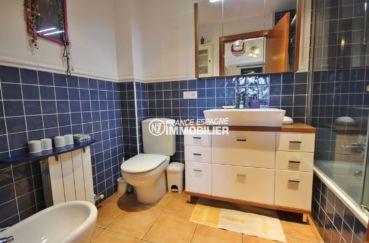 vente maison espagne costa brava, atypique, salle de bains adjacente de la suite parentale