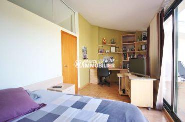 costa brava maison a vendre, construction récente, première chambre avec bureau