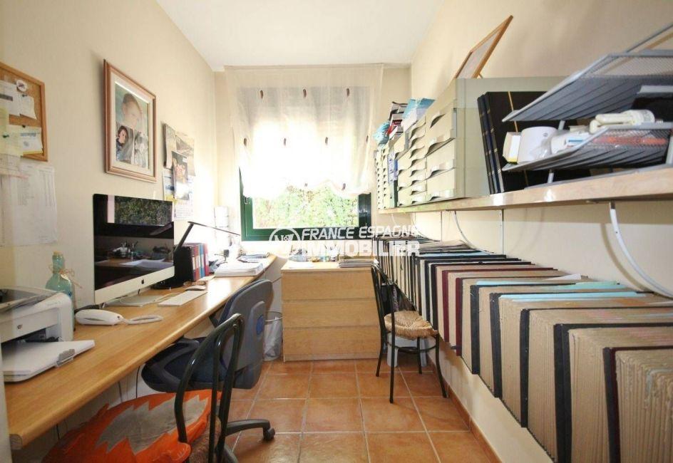 n1immobilier: villa atypique de 278 m², bureau avec de nombreux rangements