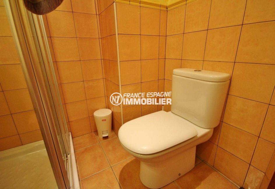 maison a vendre peralada, village atypique, deuxième salle d'eau avec wc