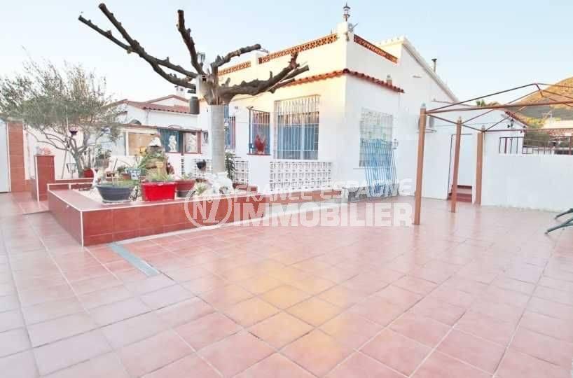 Proche Rosas, belle villa possibilité piscine & T2, vue sur la cour