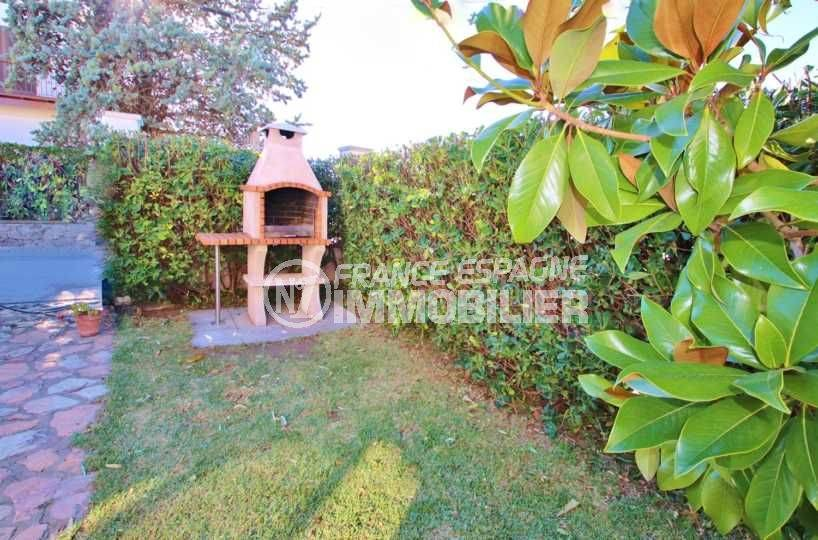 maison a vendre a empuriabrava, ref.3566, aperçu du barbecue dans le jardin