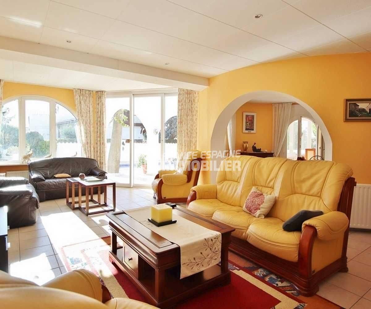 agence empuriabrava: villa ref.3566, salon avec accès à la terrasse