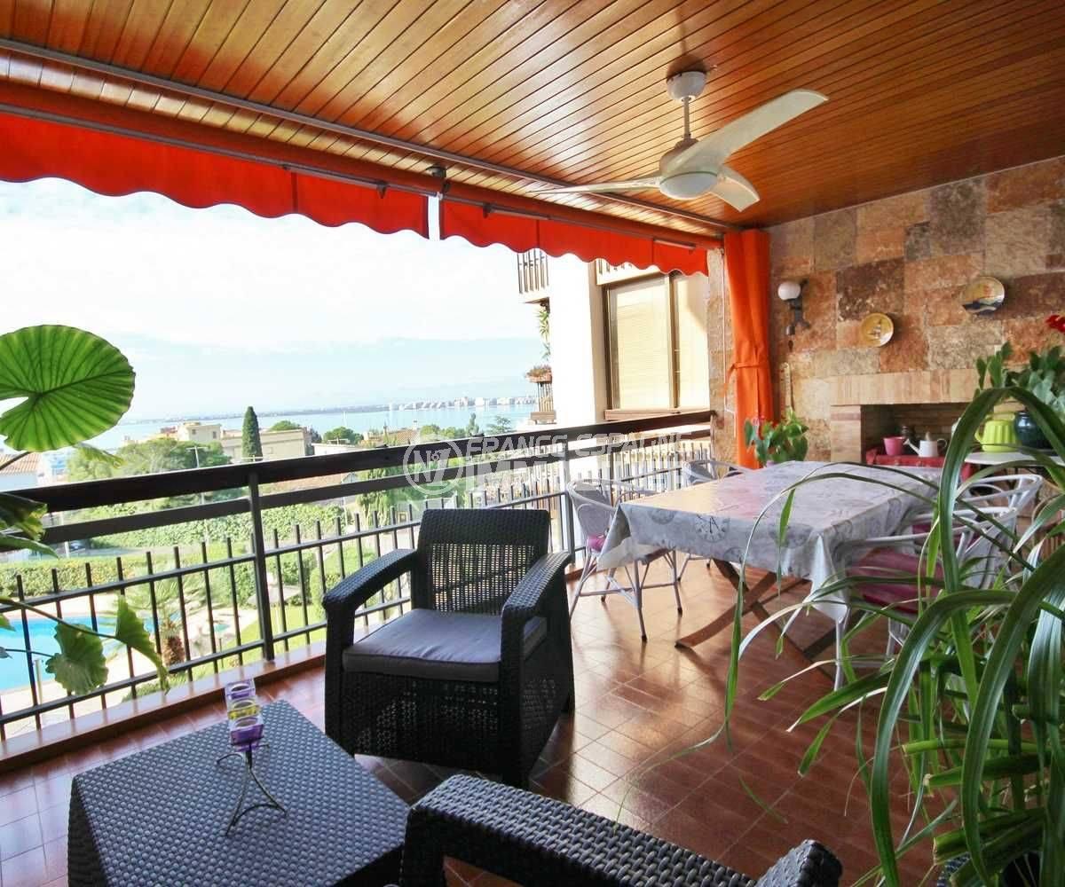 Immo Rosas: appartement atico avec terrasse vue mer dans résidence standing