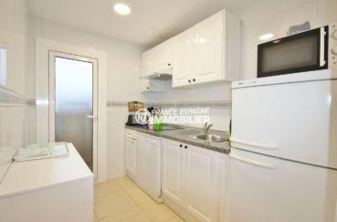 immo roses: appartement 57 m², cuisine indépendante équipée et fonctionnelle