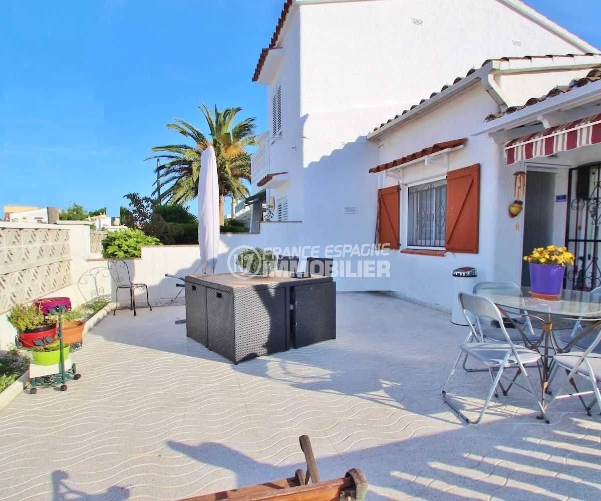 immo Empouriabrava : villa à Castellonou, vue sur terrasse devant la maison