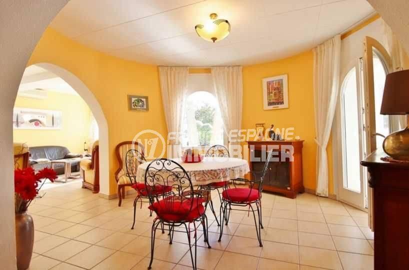 achat immobilier costa brava: villa ref.3566, salle à manger avec accès à la terrasse