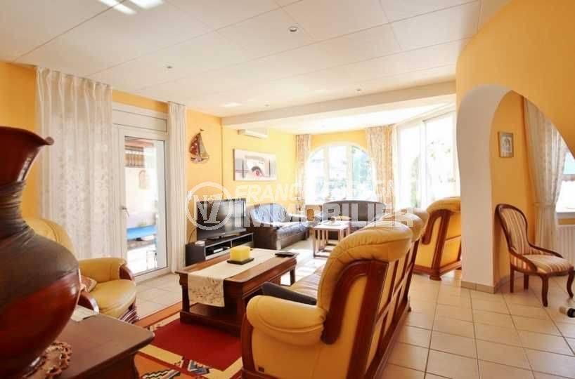 maison a vendre empuriabrava avec amarre, ref.3566, salon / salle à manger accès terrase
