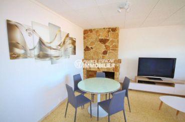 vente appartement rosas, ref.3102, coin repas avec cheminée et des rangements