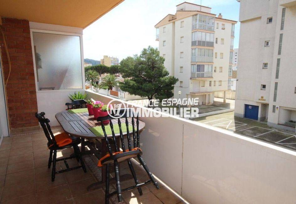 appartement a vendre a rosas, proche plage, aperçu de la terrasse de 10 m² coin détente
