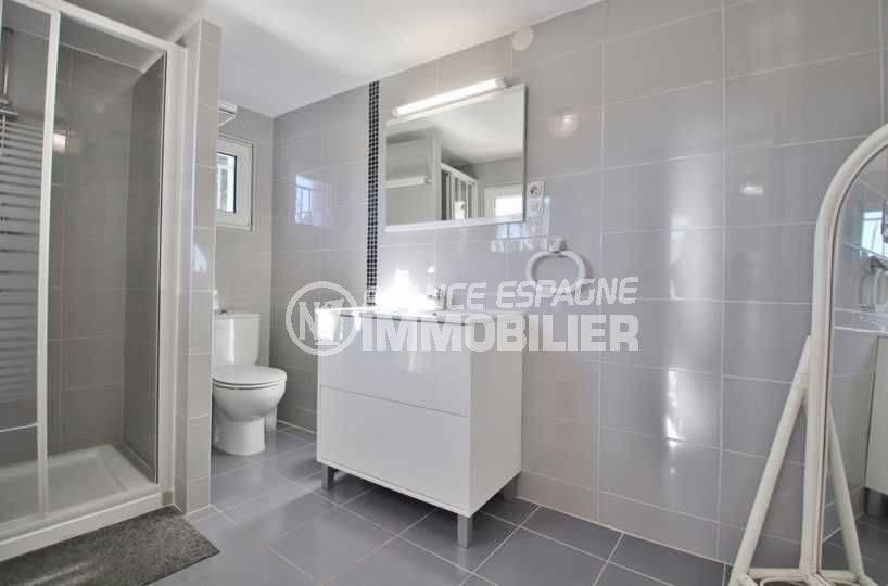 maison a vendre espagne costa brava, ref.3566, salle d'eau: cabine de douche, vasque, wc