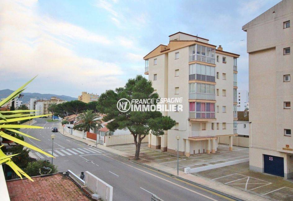 agence immobilière costa brava: appartement 57 m², aperçu des alentours du quartier depuis la terrasse