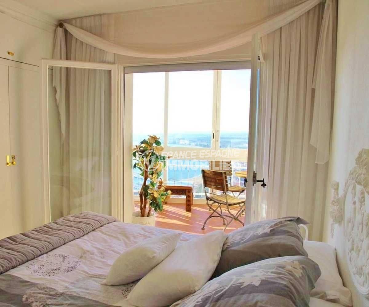 immo center rosas: appartement ref.3102, chambre 1 avec placards accès terrasse