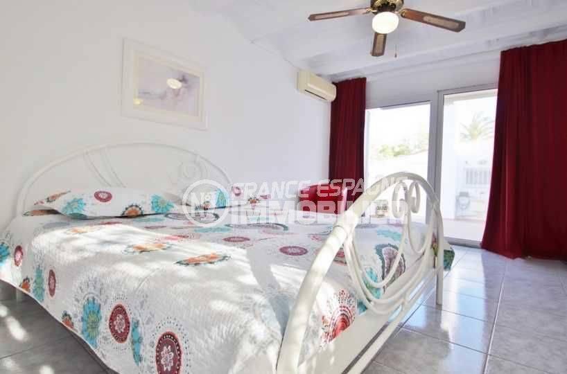 la costa brava: villa ref.3566, suite parentale avec accès partie extérieure