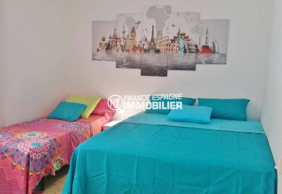 agence immobiliere roses: appartement ref.3102, chambre 2 avec lit double et lit simple