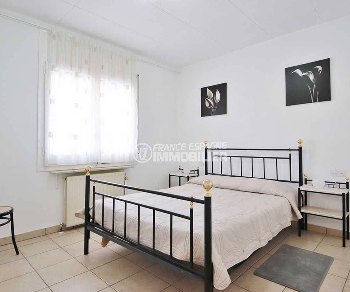 maison a vendre a empuriabrava avec amarre, ref.3566, première chambre avec lit double