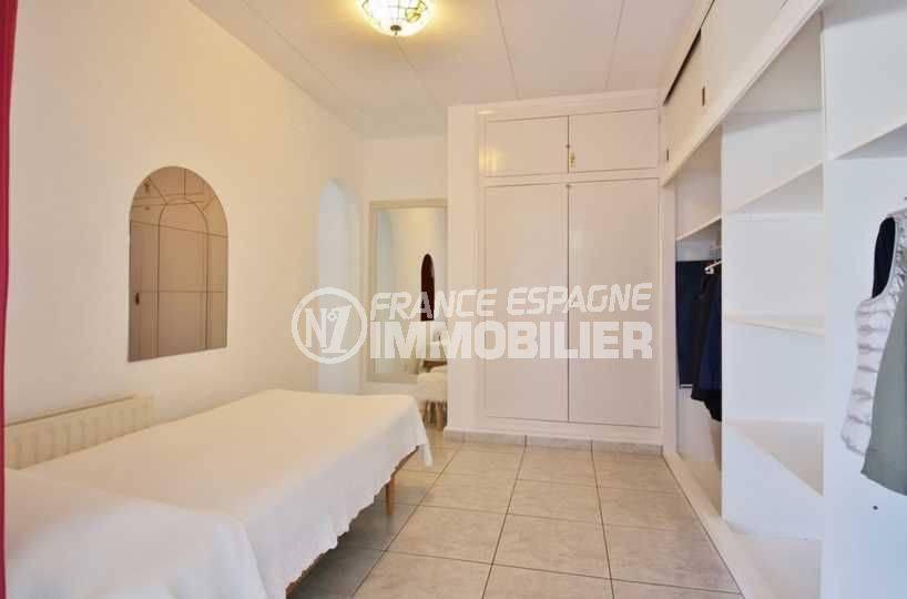 vente maison empuriabrava avec amarre, ref.3566, dressing de la deuxième suite parentale