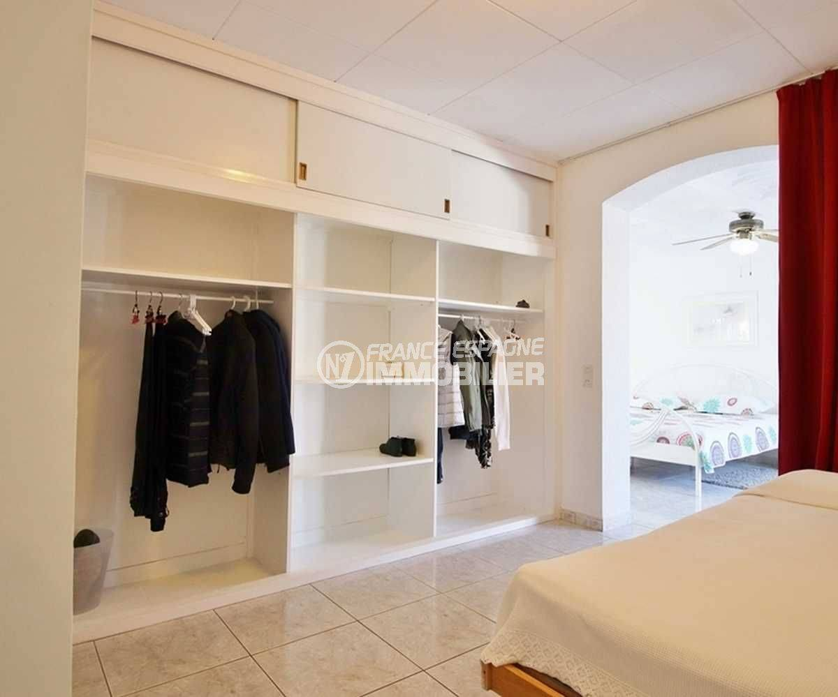 acheter maison costa brava, ref.3566, dressing avec de nombreux rangements