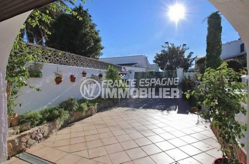 achat maison espagne costa brava, ref.3566, portail extérieur, parking cour intérieur