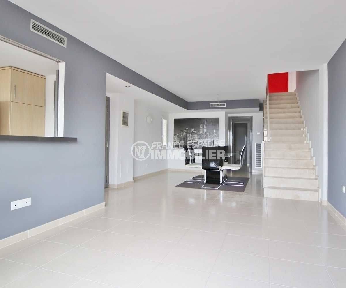 Empuriabrava appartement moderne avec piscine en commun résidence récente