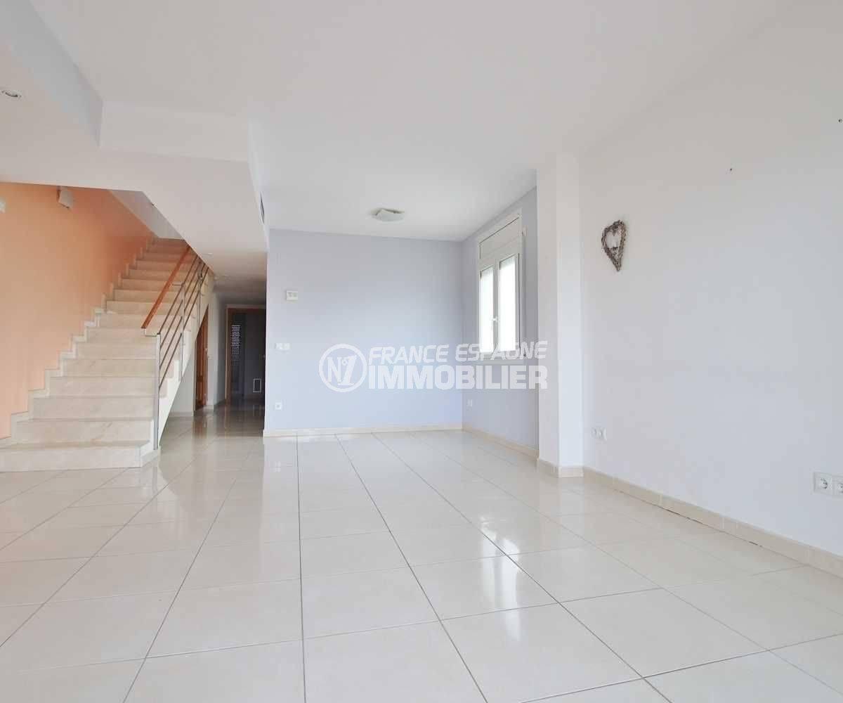 Empuriabrava appartement à vendre, duplex atico, lumineux avec piscine - vue séjour moderne