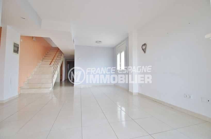 vente appartement empuriabrava, duplex atico, salon / séjour lumineux accès étage