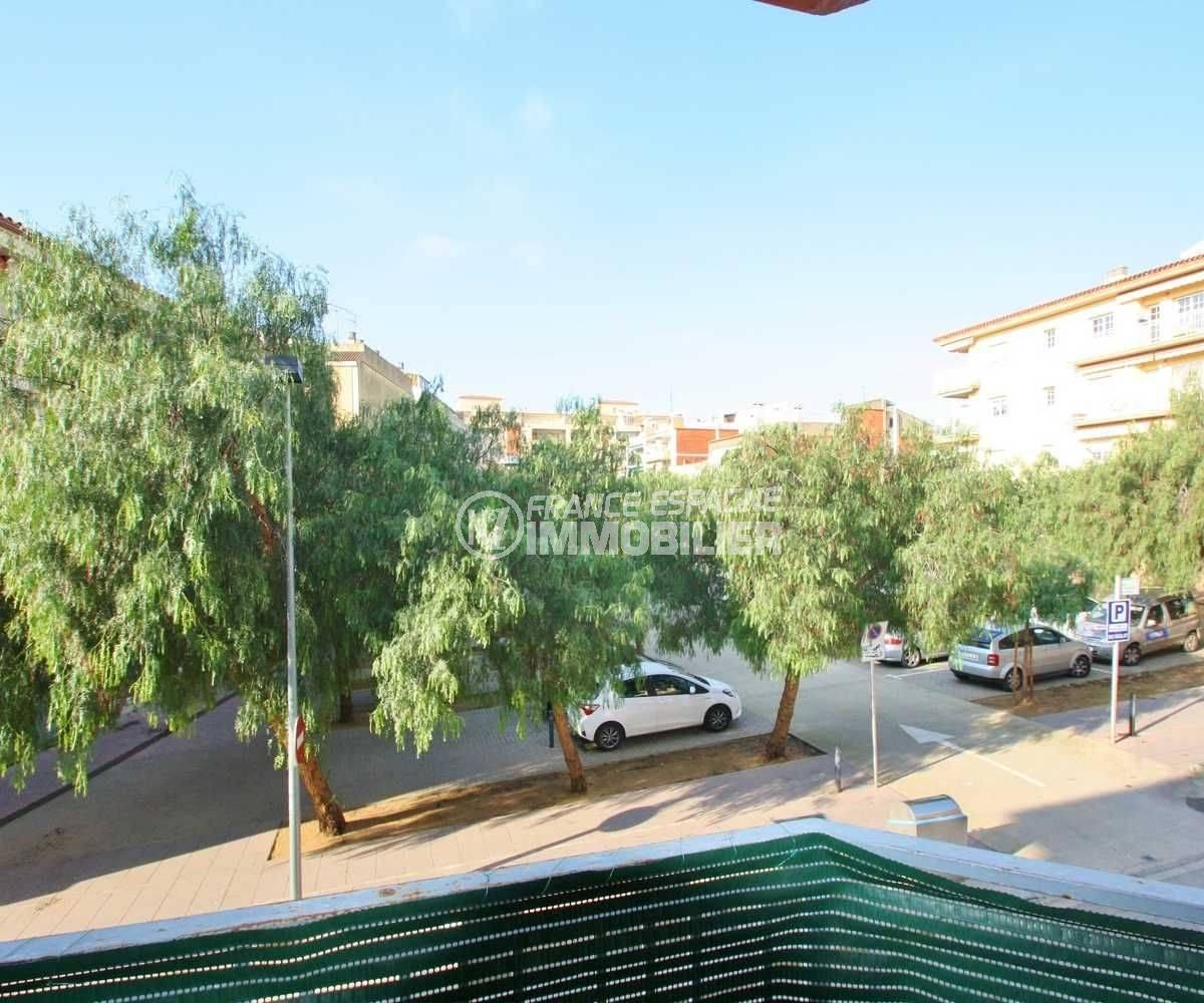 immobilier costa brava: appartement ref.3579, proche commerces, terrasse vue dégagée