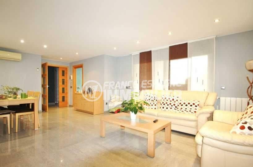 acheter maison costa brava, ref.3582, vue sur le séjour et la salle à manger