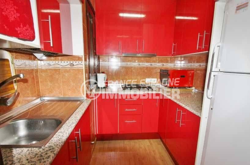 immo costa brava: appartement ref.3579, aperçu de la cuisine indépendante avec de nombreux rangements