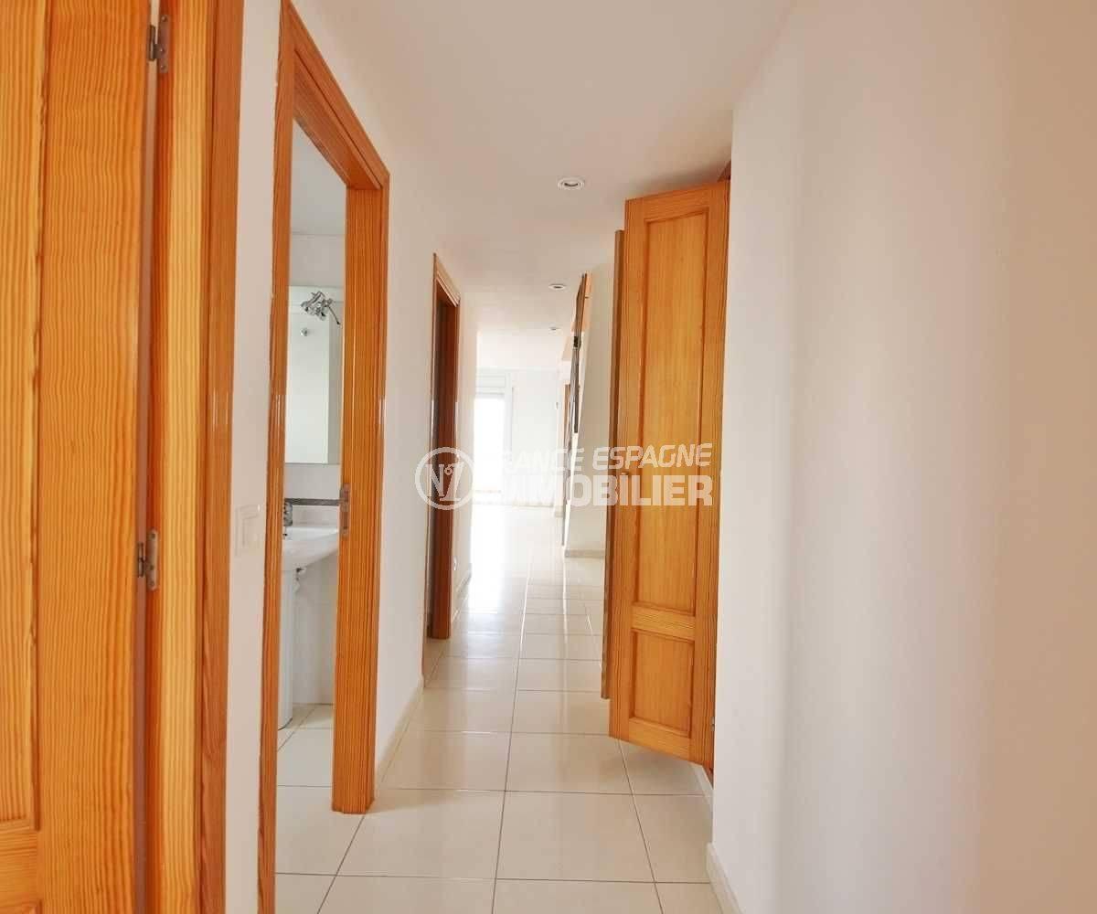 acheter appartement empuriabrava, duplex 146 m², couloir qui dessert les autres pièces