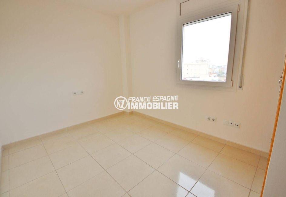 empuriabrava immobilier: appartement 146 m², suite parentale avec salle de bains attenante
