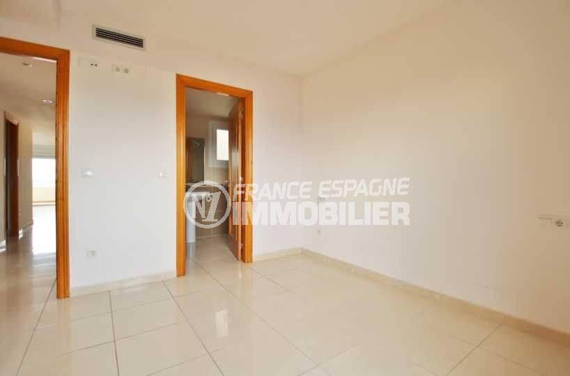appartement a empuriabrava, duplex 146 m², aperçu de la salle de bains de la suite parentale