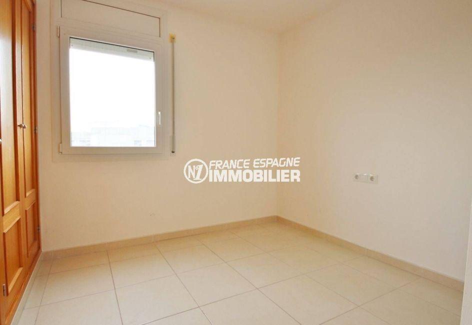 appartement à vendre empuriabrava, atico duplex, première chambre avec rangements