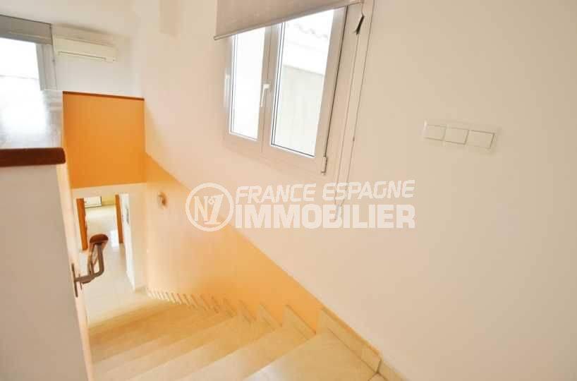 appartement a vendre a empuriabrava, 146 m², vue plongeante sur les escaliers