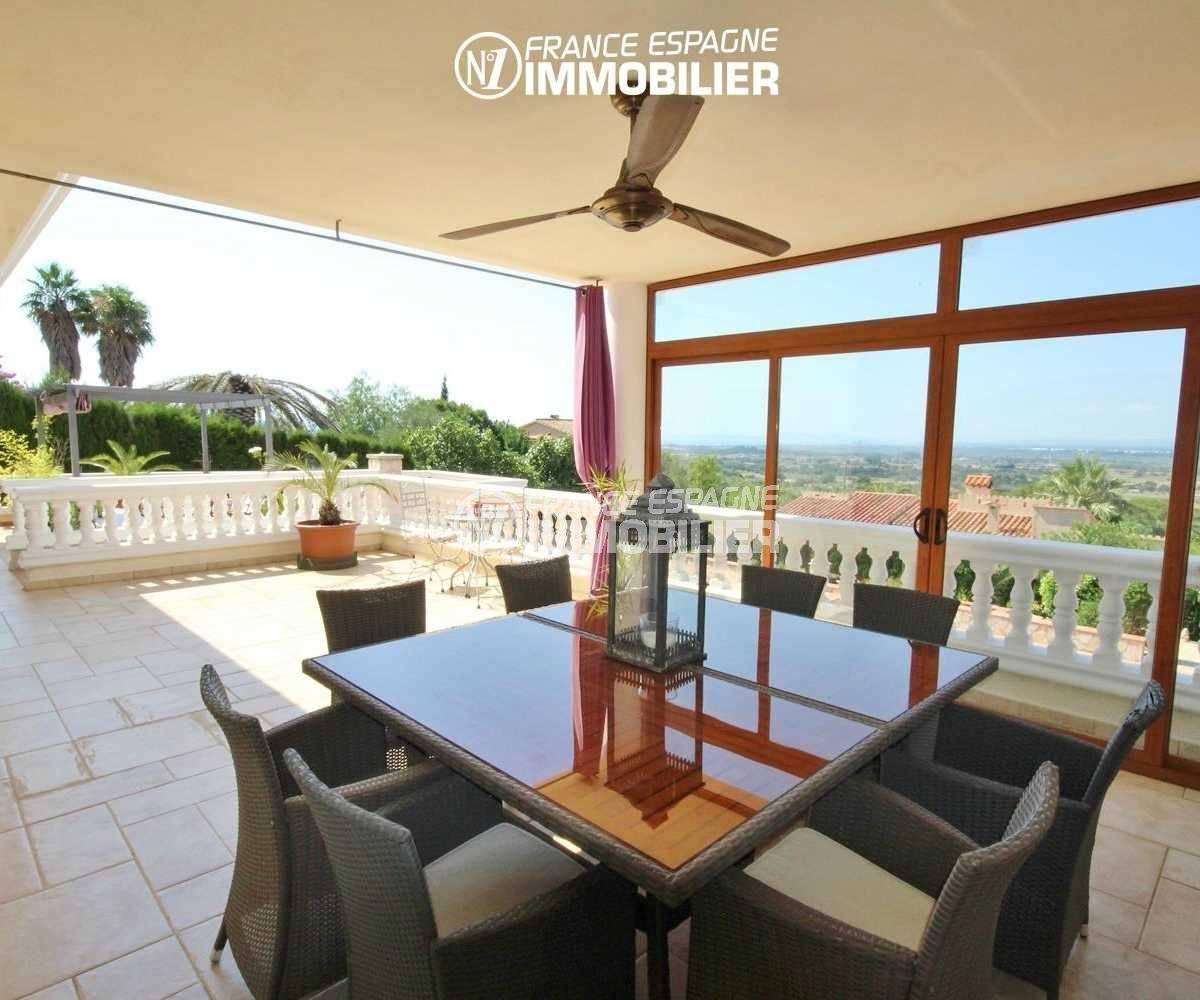 agence immobiliere palau saverdera: villa de 516 m², véranda semi ouverte sur la terrasse