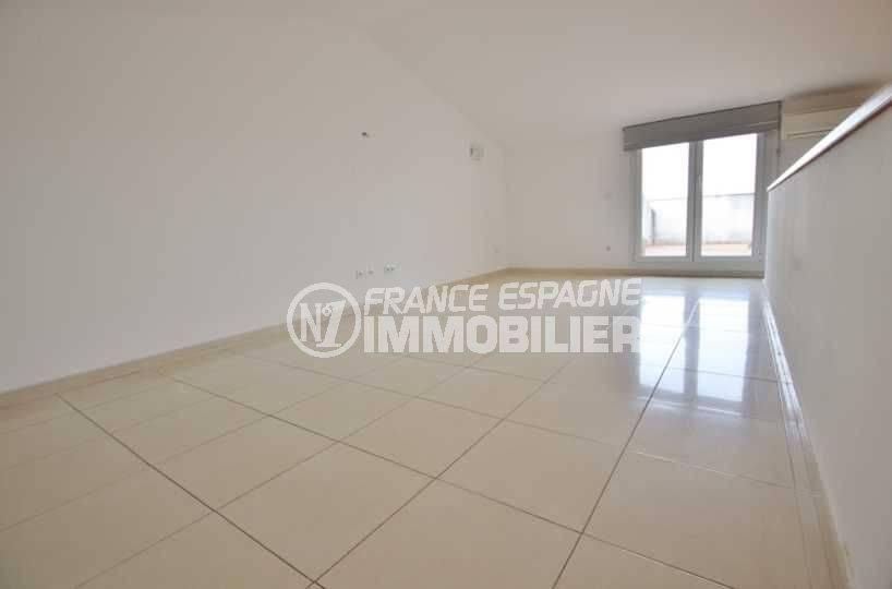 appartement a vendre a empuriabrava espagne, 146 m², grande pièce 29 m² accès terrasse