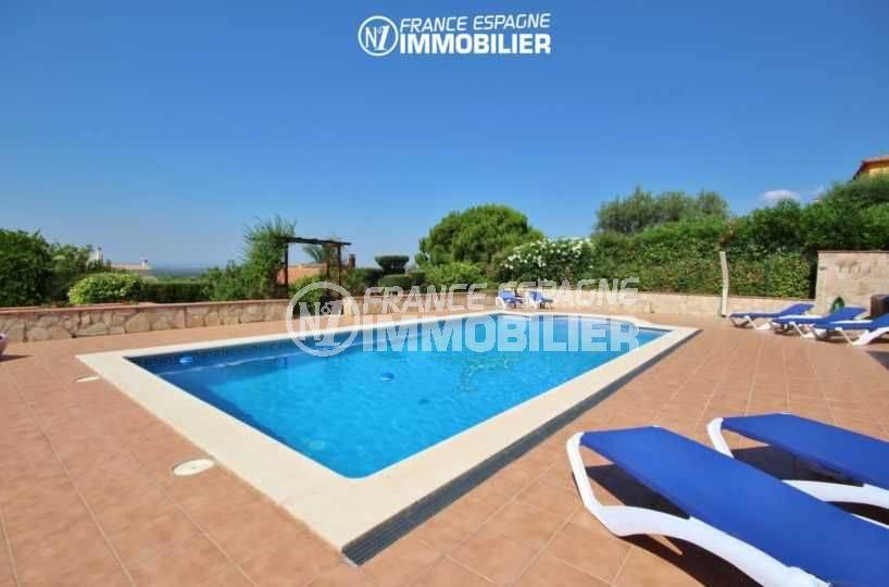 vente maison costa brava, à pau, piscine de 10 m x 5 m avec douche extérieure
