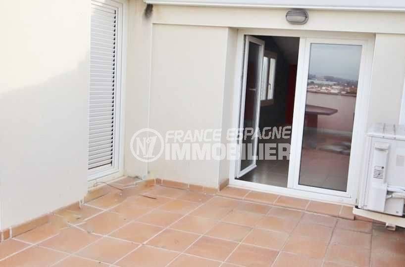 vente immobilier costa brava: appartement duplex, vue sur la terrasse accès grande pièce