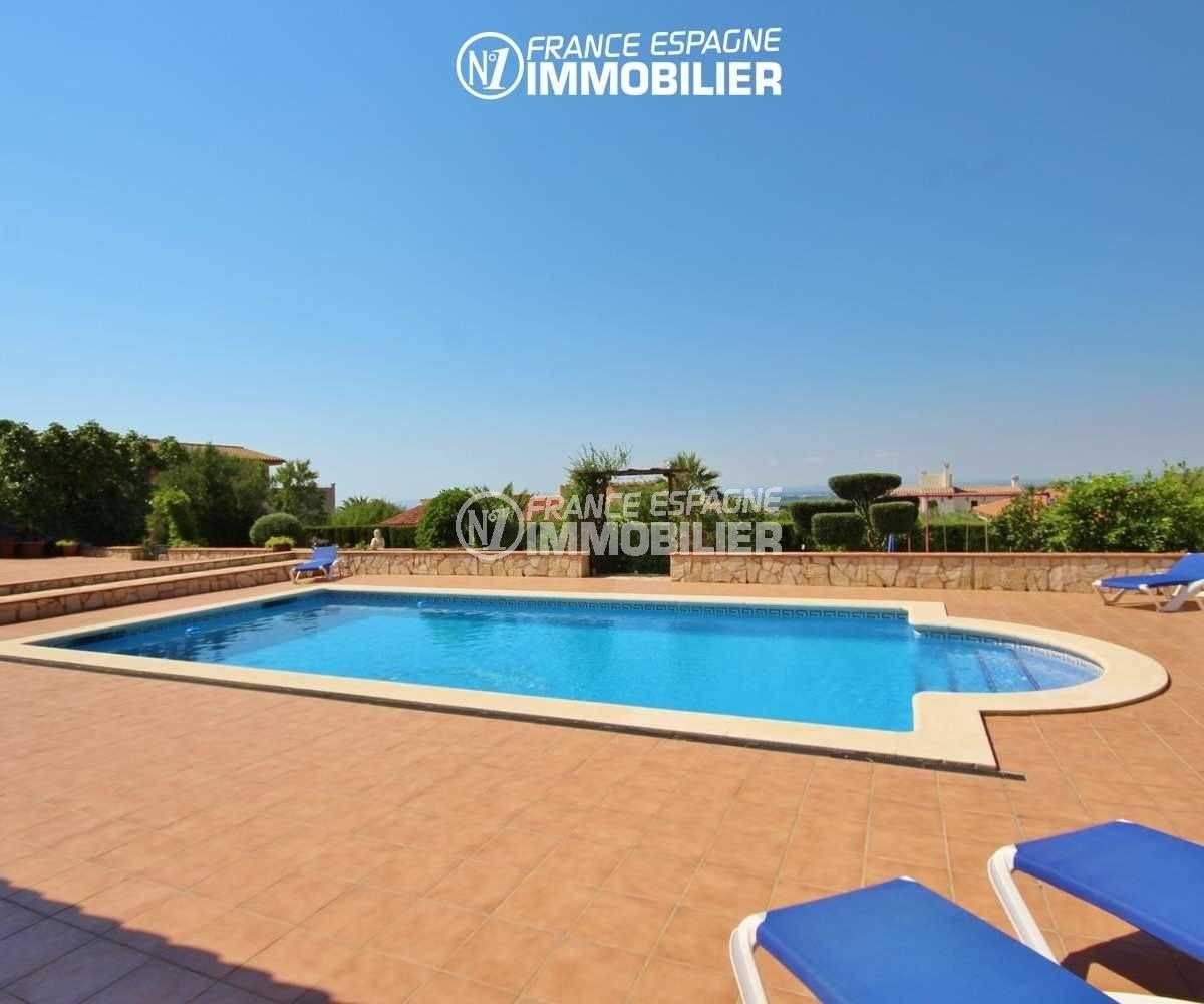 achat maison espagne costa brava, terrain 1266 m², vue sur la piscine, environnement agréable