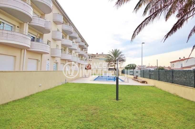 appartement a vendre empuriabrava, duplex atico, résidence calme avec piscine