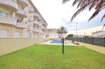 immo empuria: appartement 146 m², résidence calme avec une piscine
