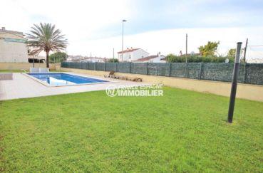 appartement costa brava, duplex 146 m², aperçu de la piscine espace détente