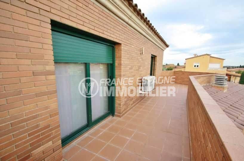 maison à vendre en espagne costa brava, ref.3582, terrasse avec accès salon et cuisine