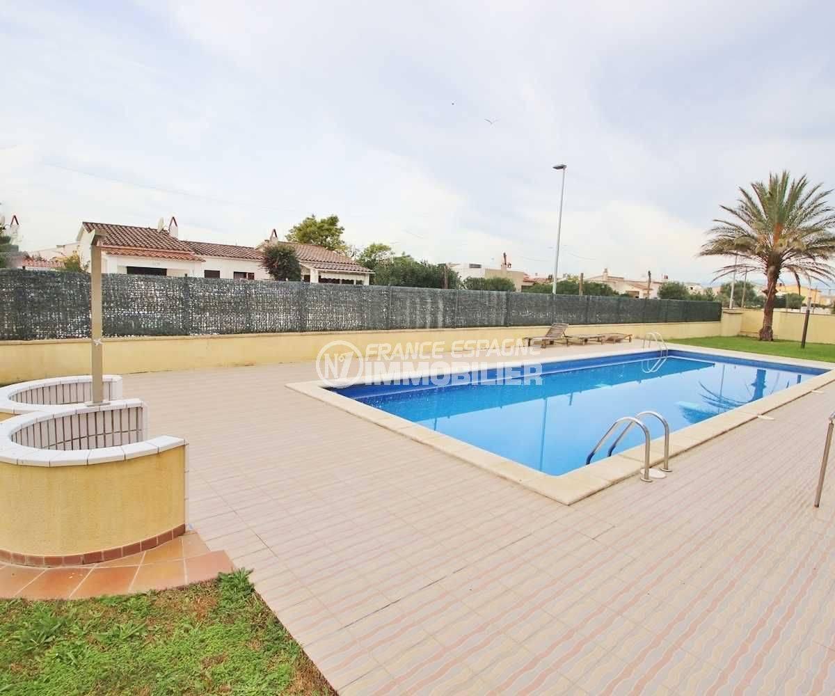 appartement a vendre empuriabrava particulier, 146 m², piscine et douches extérieures