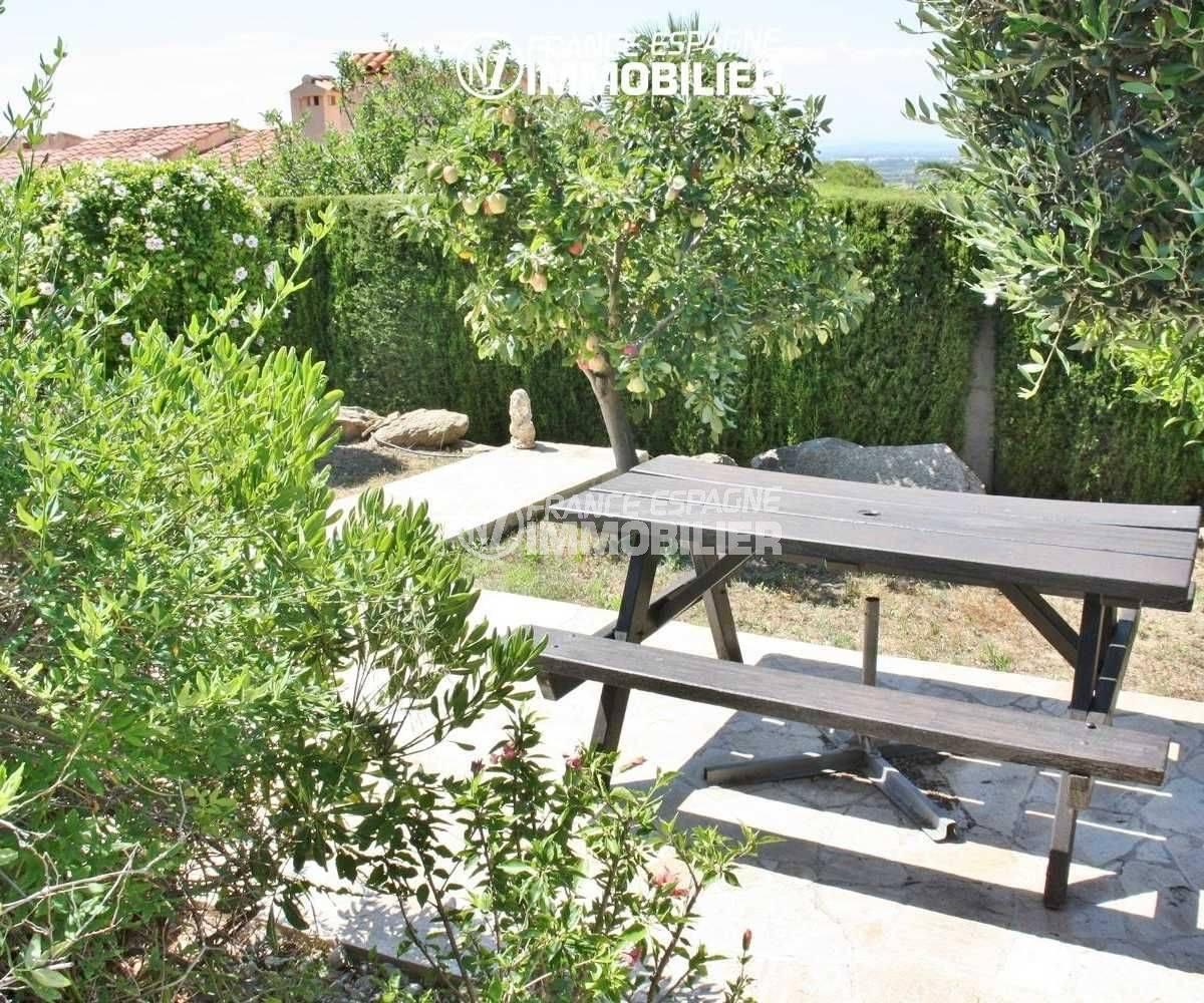 achat immobilier costa brava: villa de 516 m², vue sur les arbres fruitiers du jardin