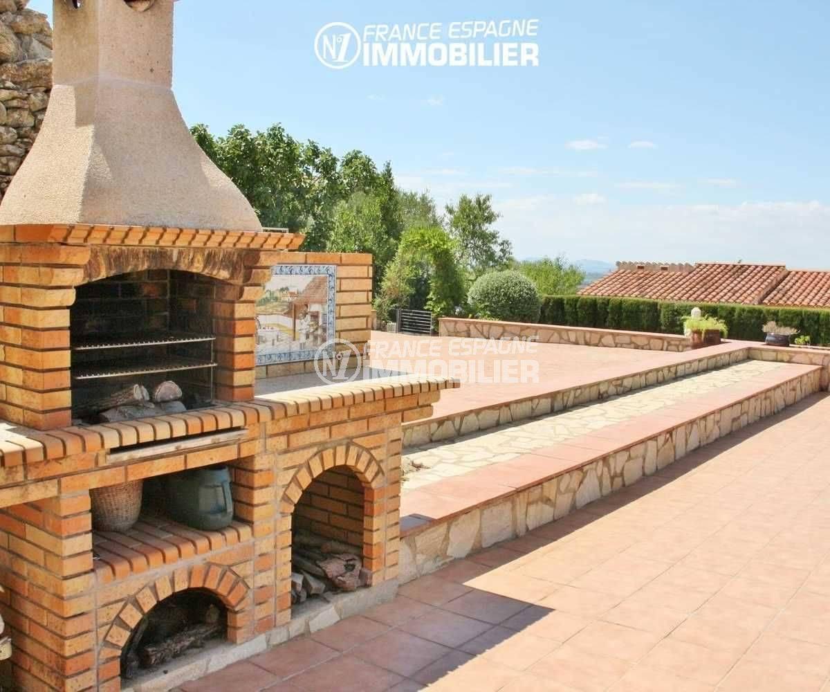 vente immobiliere espagne costa brava: villa 516 m², bbq en pierres près de la terrasse