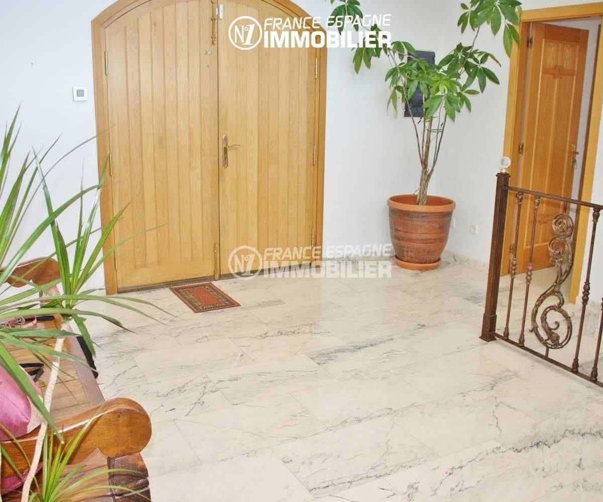 maison costa brava, possibilitité chambres d'hôtes, vue sur le hall d'entrée