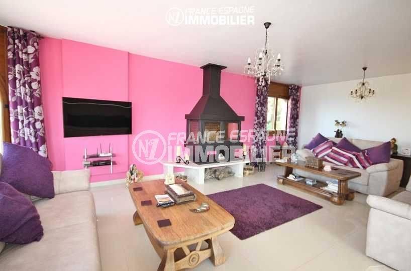 vente villa costa brava, à pau, salon / séjour avec 3 canapés et 2 tables basses