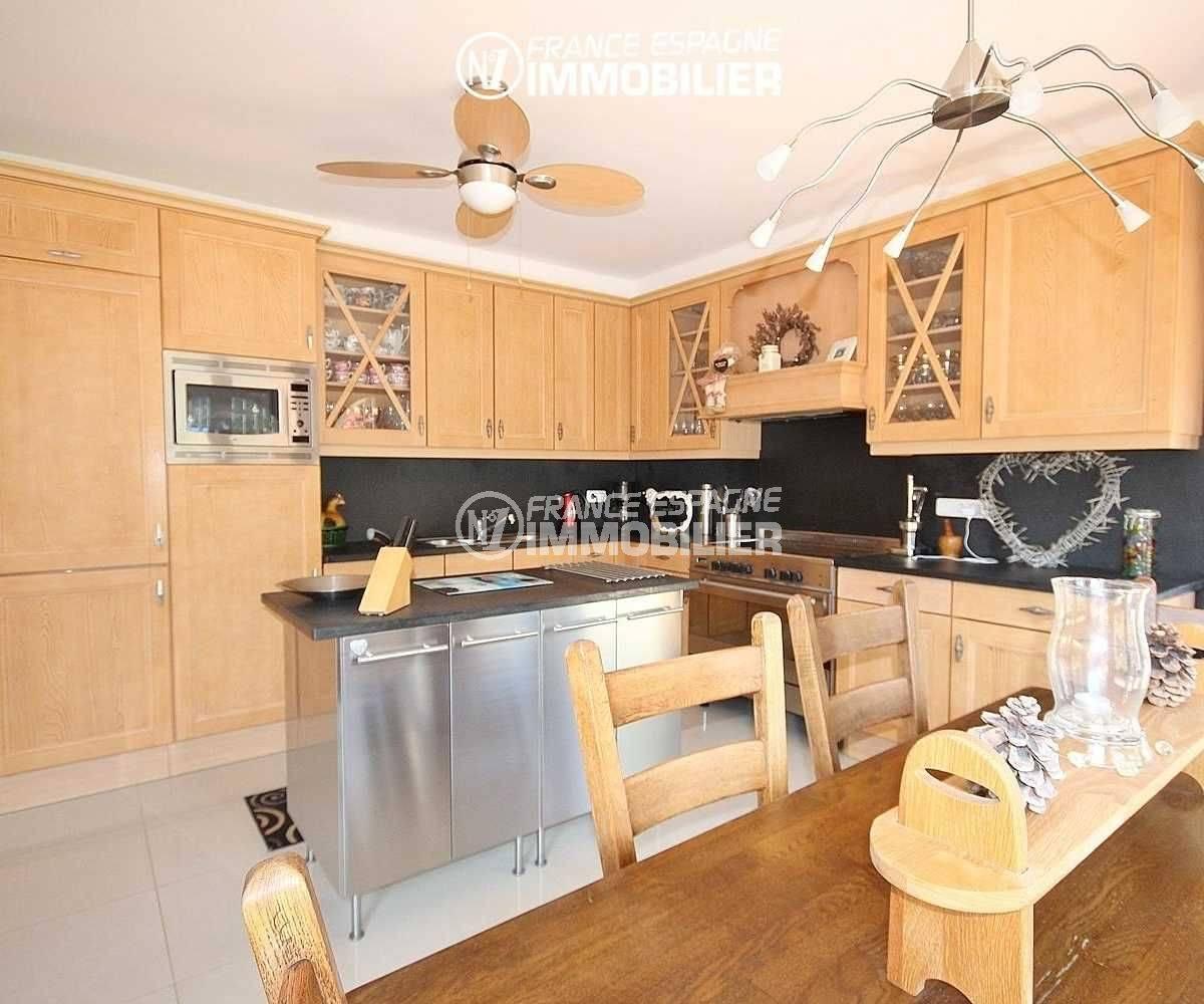 achat maison costa brava bord de mer, à pau, cuisine indépendante équipée